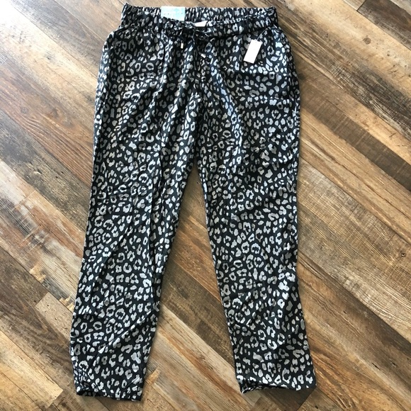 Old Navy Pants - NWT Old Navy drawstring leopard crop pants- small